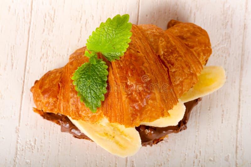 Croissant z czekoladą i bananem zdjęcia royalty free