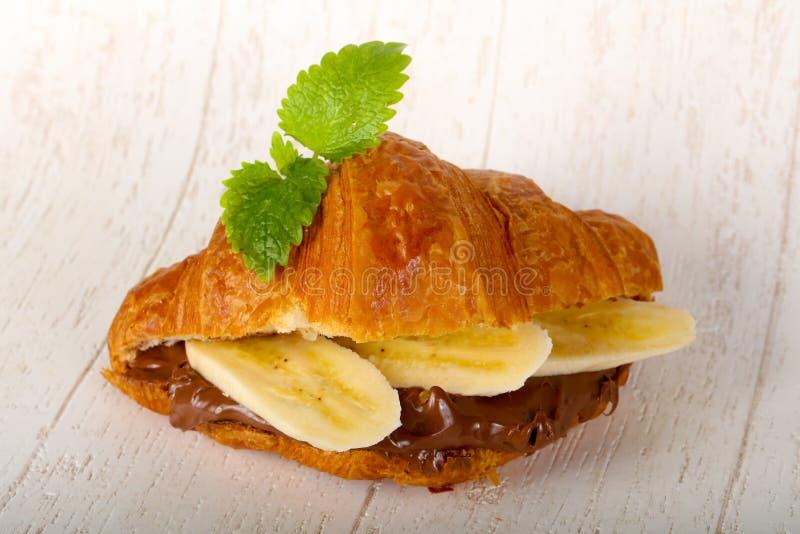 Croissant z czekoladą i bananem zdjęcia stock