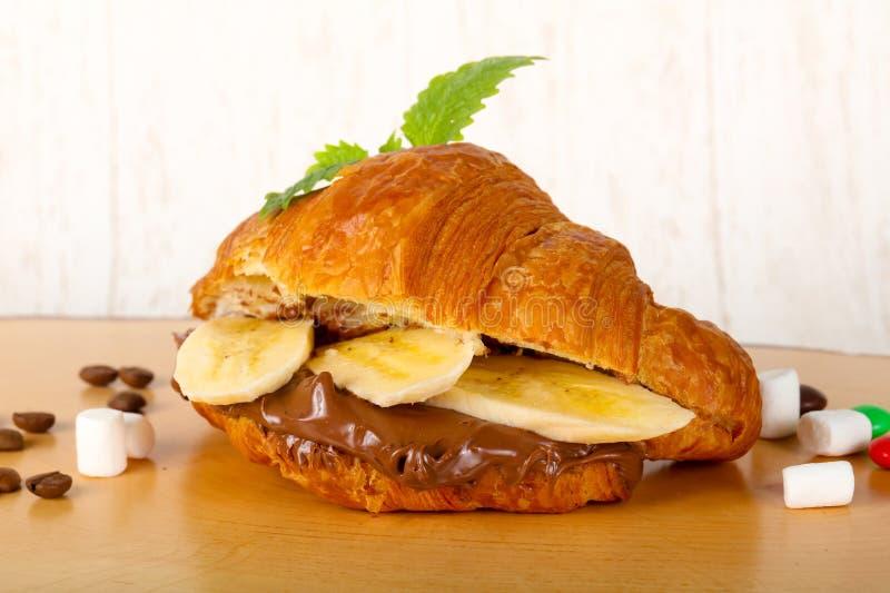 Croissant z czekoladą i bananem obrazy royalty free