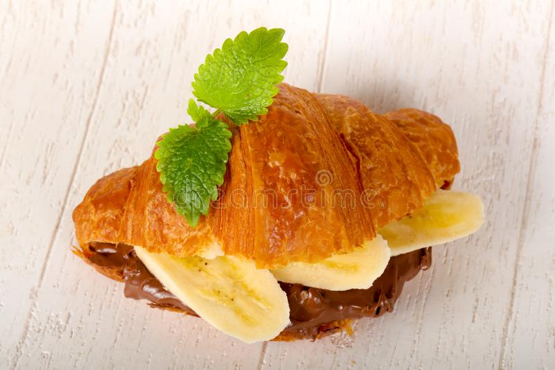 Croissant z czekoladą i bananem zdjęcie royalty free