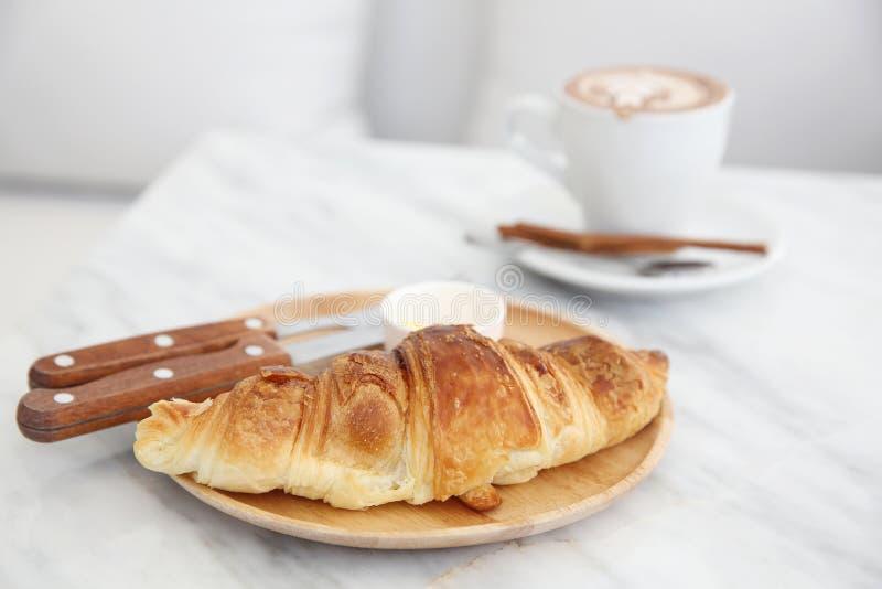 Croissant z kawą fotografia royalty free