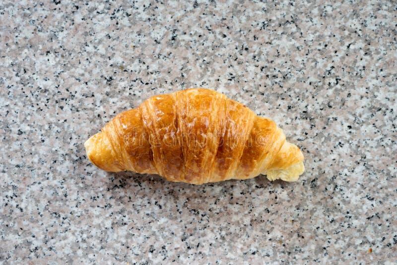 croissantbakkerij op grijs marmer stock foto's