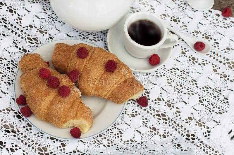 Croissanten en Koffie stock foto