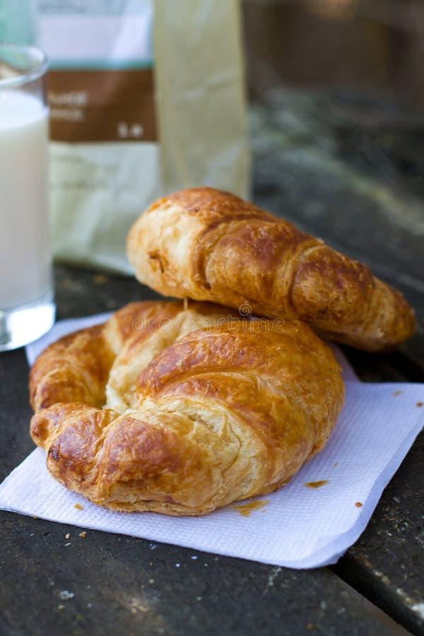 croissants φρέσκος στοκ εικόνα με δικαίωμα ελεύθερης χρήσης