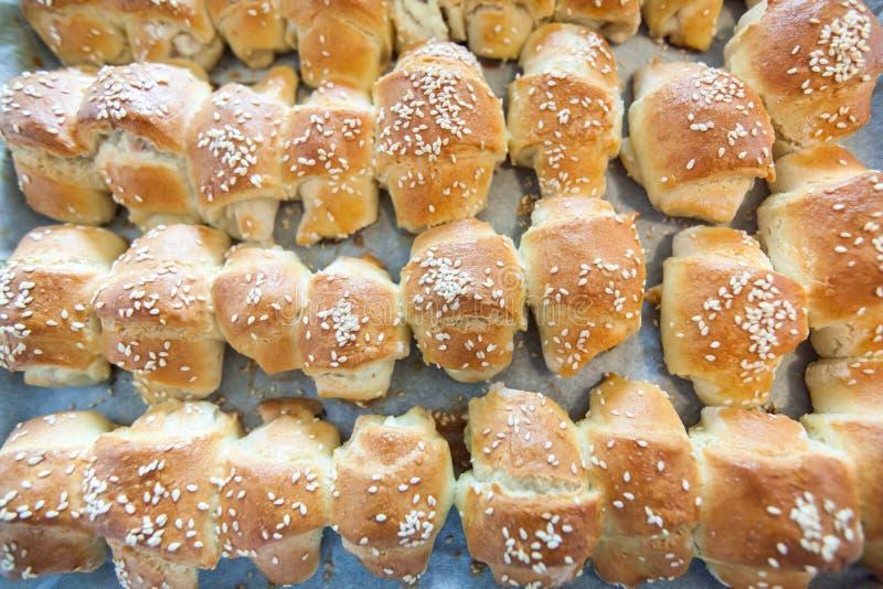 Croissants cocidos al horno frescos fotografía de archivo libre de regalías