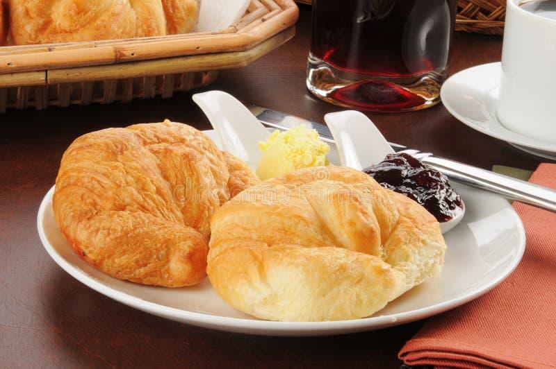 Croissants con el atasco foto de archivo
