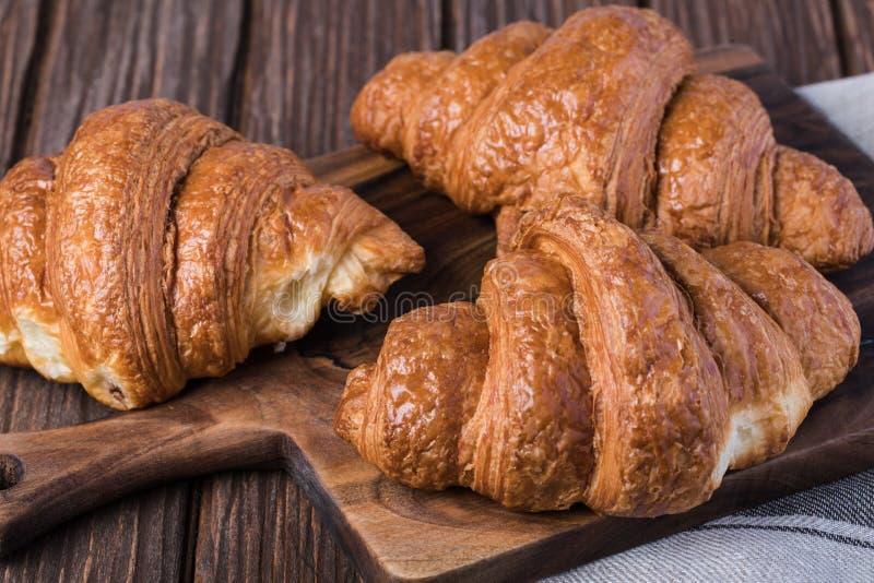 Croissants di recente cotti immagine stock