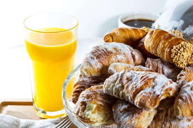 Croissants en cannoli stock afbeeldingen