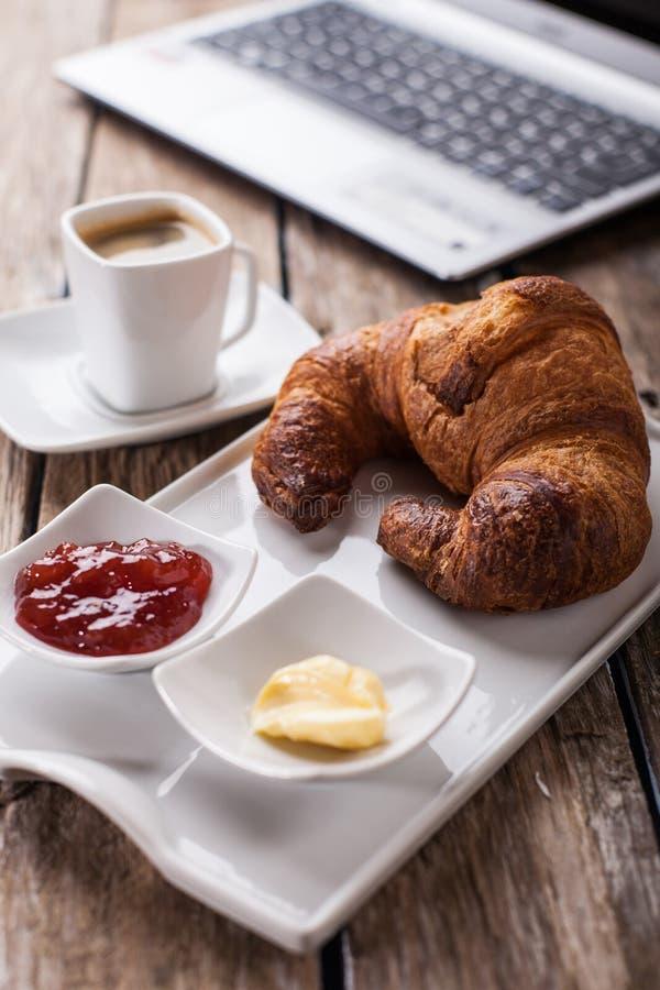 Croissants i Kawa fotografia stock