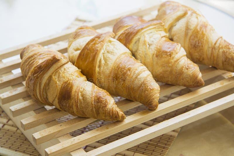 Croissants met het voelen stock afbeeldingen