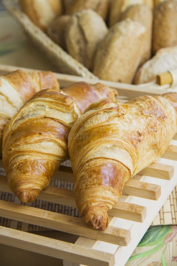 Croissants met het voelen stock foto