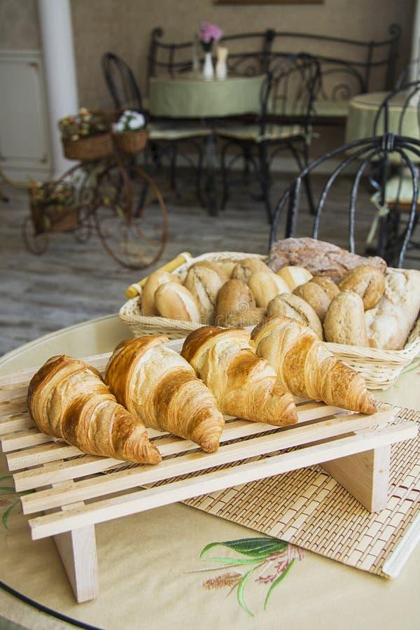 Croissants met het voelen royalty-vrije stock afbeeldingen