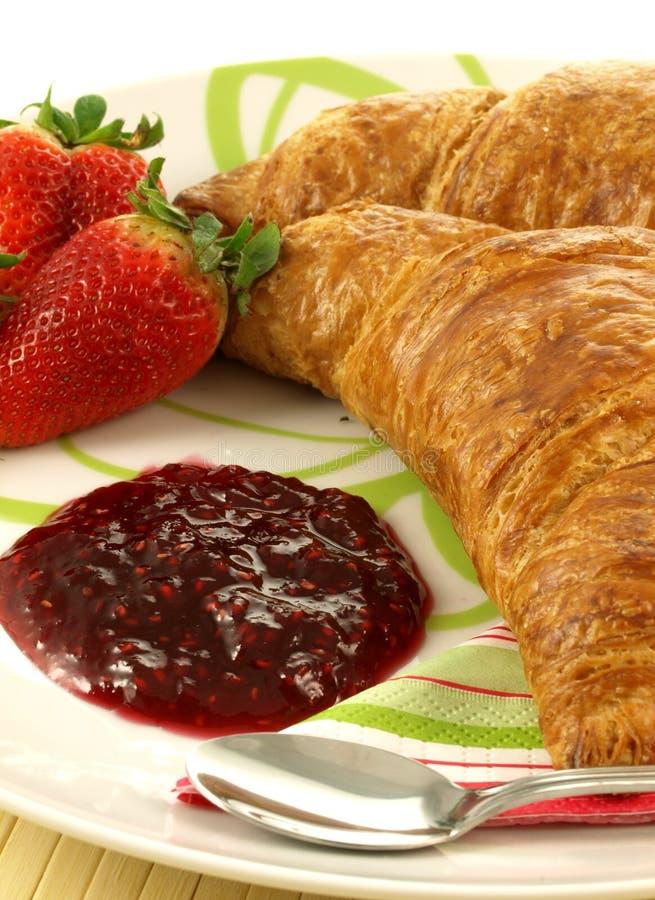 Croissants para el desayuno, primer imagenes de archivo