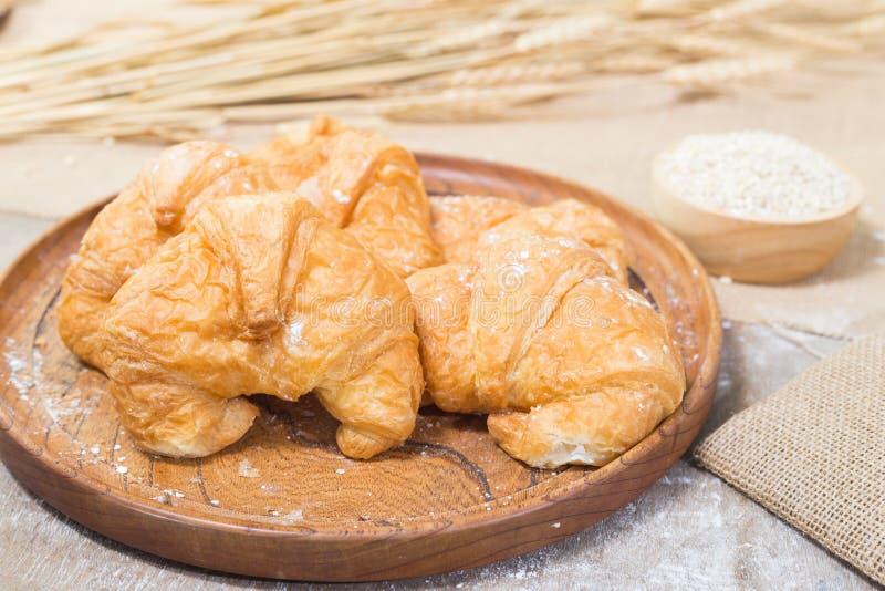 Croissants recientemente cocidos al horno fotografía de archivo libre de regalías