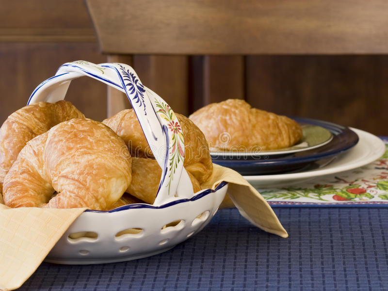 croissants target1745_1_ stół fotografia royalty free