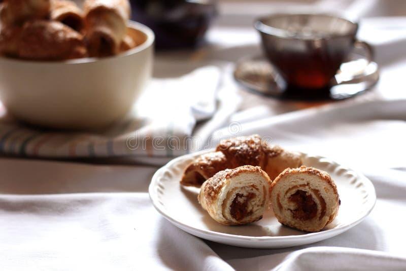 Croissants z wysuszonymi morelami fotografia stock
