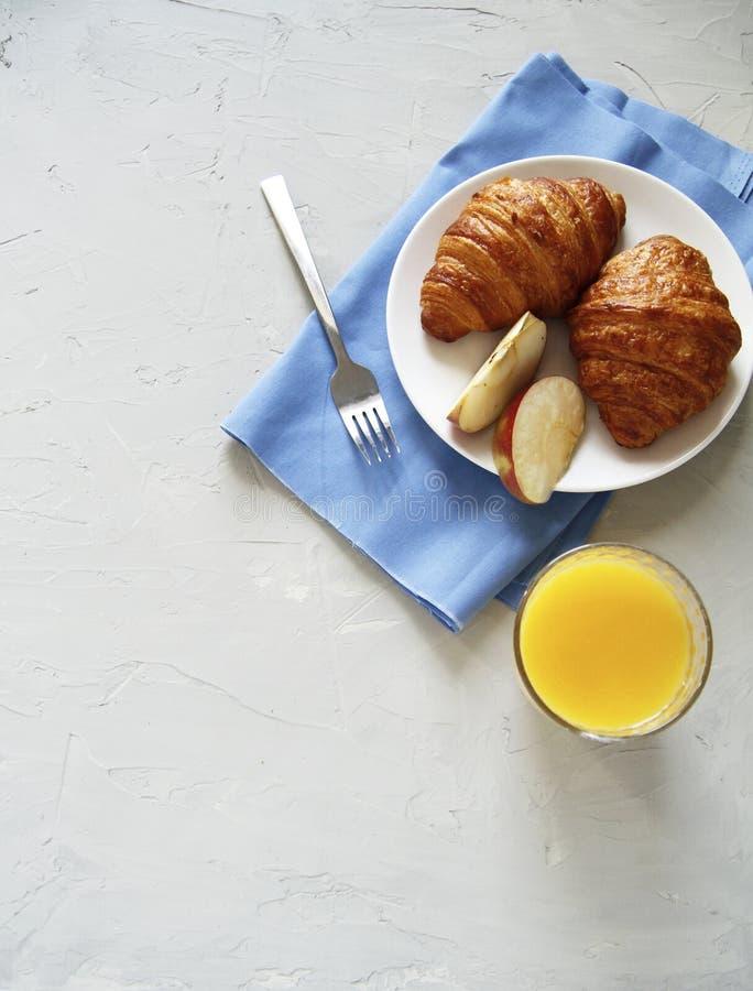 早餐顶视图 r croissats 免版税库存照片