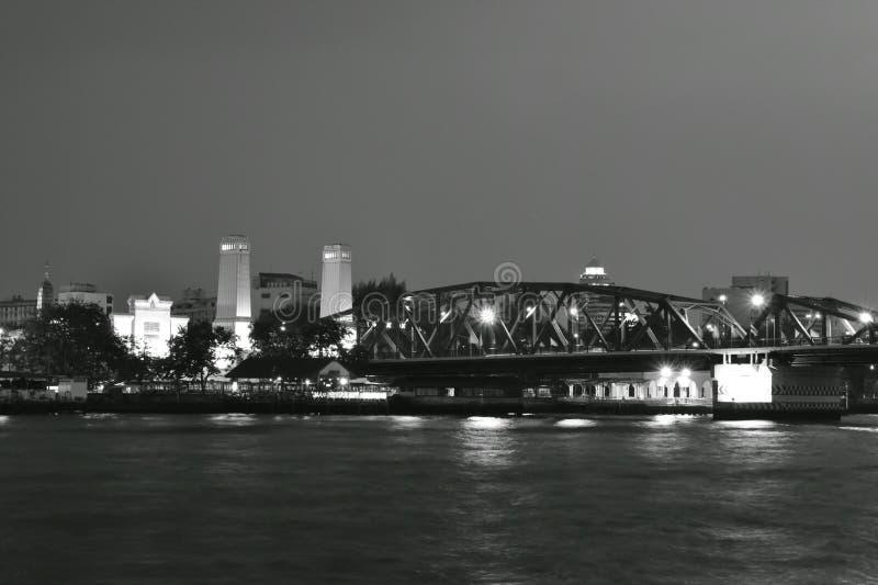 Croix antique Cho la rivière Phraya de pont de pont commémoratif de Phra Phuttha Yodfa photographie stock