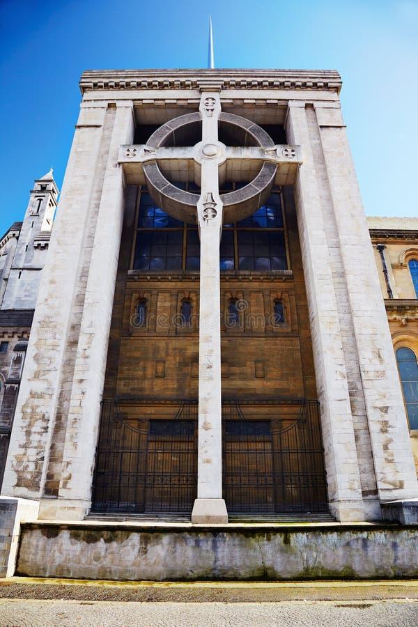 Croix celtique de cathédrale de Belfast image stock
