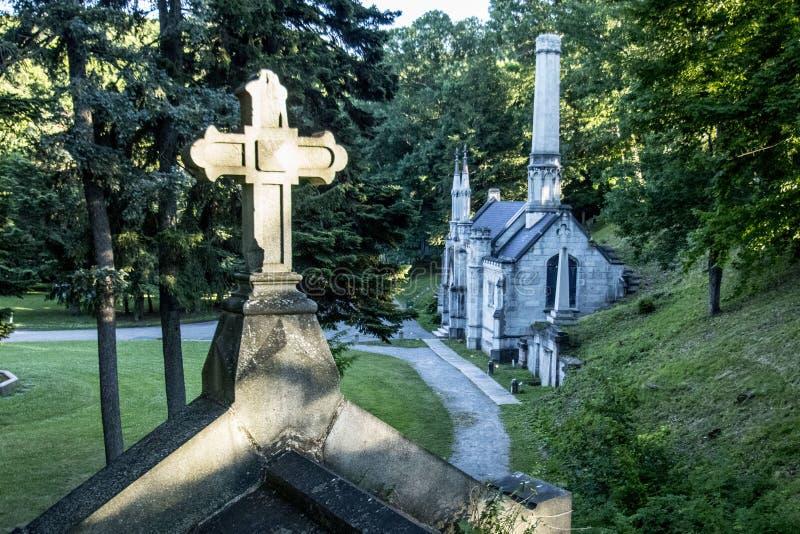 Croix, chapelle, crématorium au Mt Cimetière d'espoir images stock