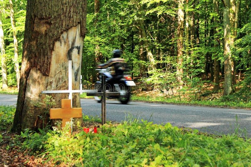 Croix d'accidents sur le côté de la route photo libre de droits