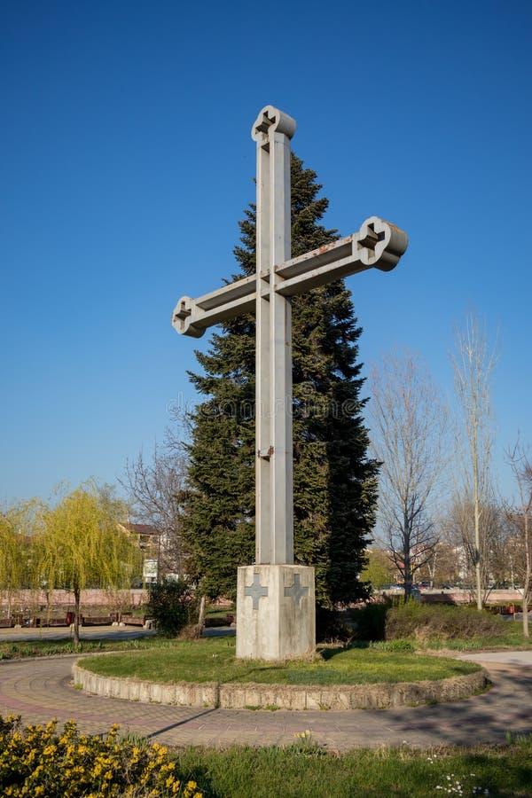 Croix dans la liberté de parc public d'île dans Pazardzhik image libre de droits