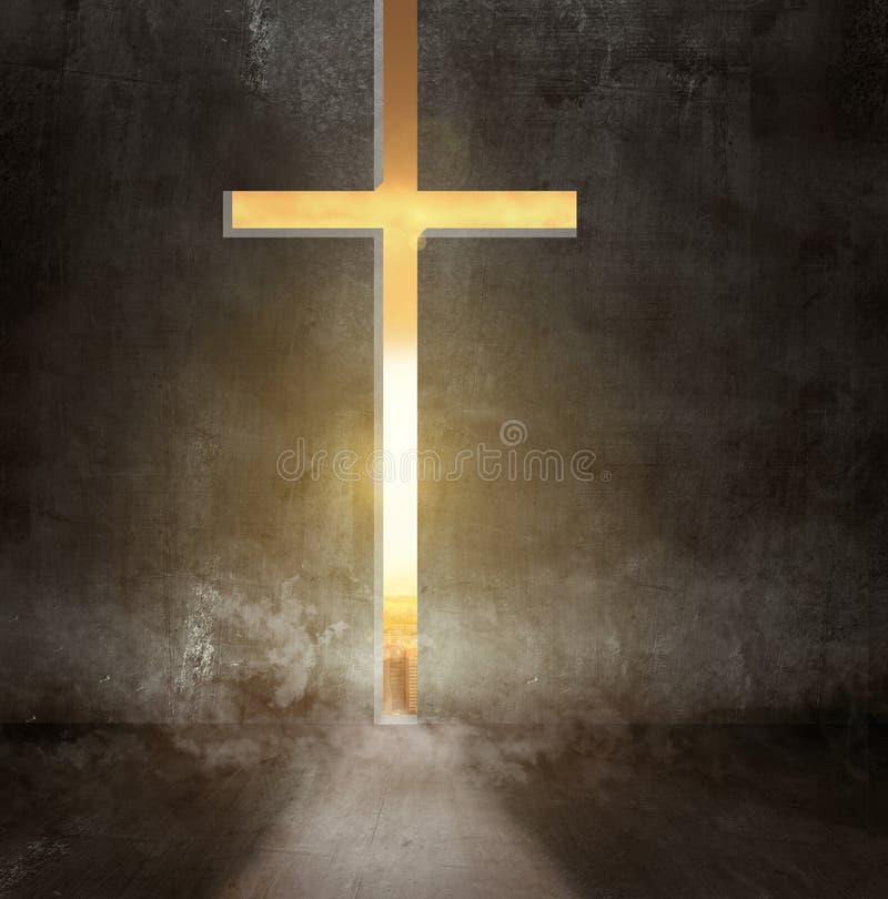 Croix dans le concept de foi de coucher du soleil image stock