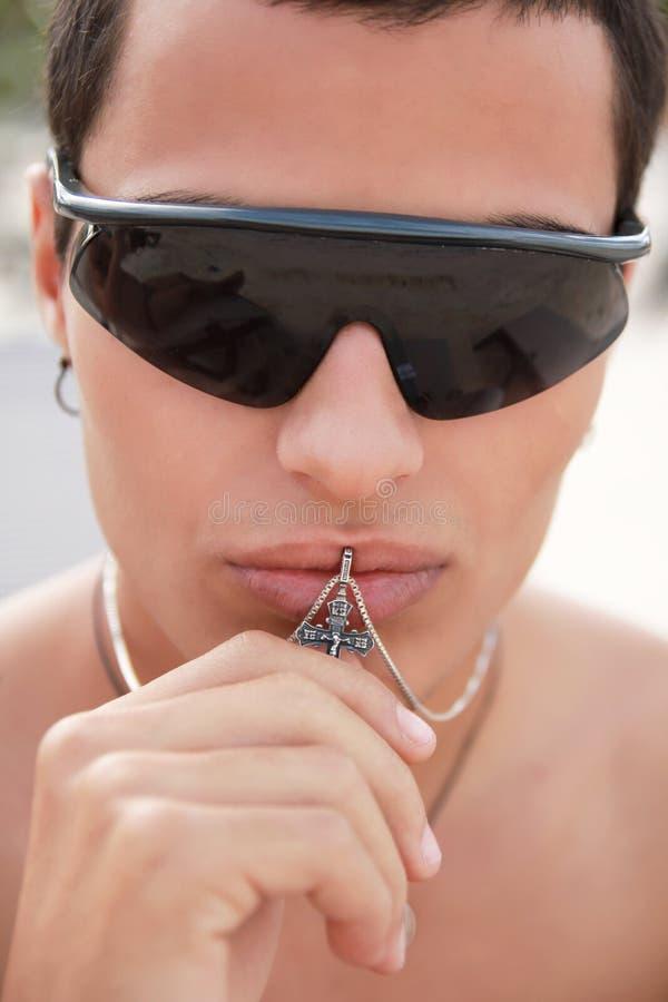 Croix de baiser d'homme photos libres de droits