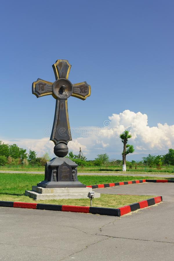 Croix de culte à la mémoire des victimes de l'attaque terroriste les 1-3 septembre 2004 au ? 1 d'école photographie stock