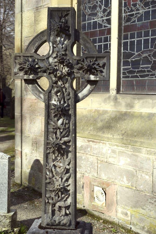 Croix de fleur noircie par la suie image libre de droits