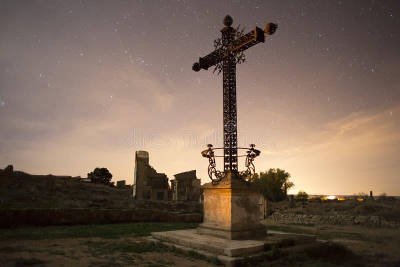 Croix de guerre civile espagnole du mémorial tombé à Belchite image stock