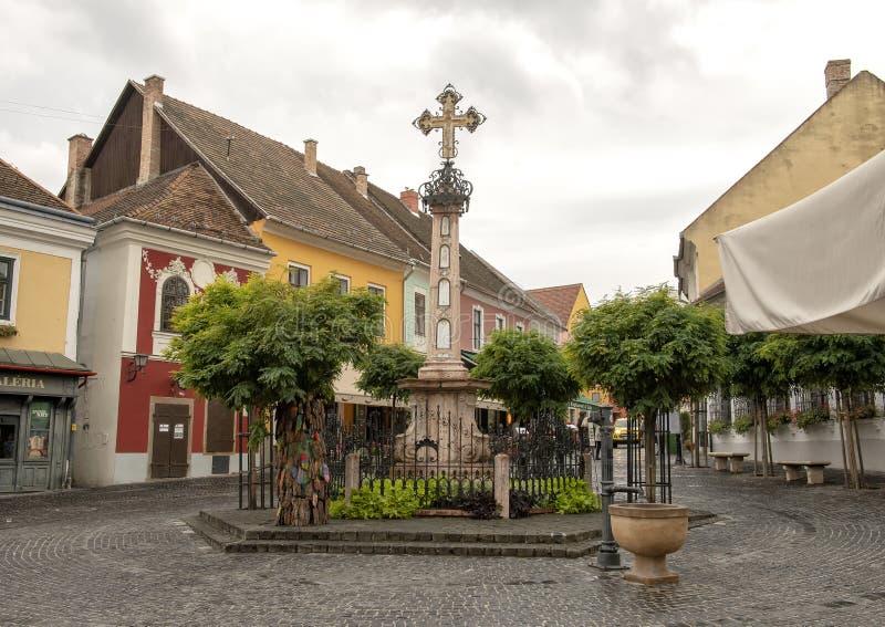 Croix de la mort noire, place principale Szentendre, Hongrie photos stock