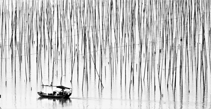 Croix de voile la mer en bambou images stock