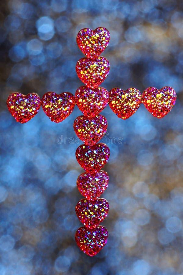 Croix des coeurs, des vacances du jour d'amour-Valentine et un événement religieux important La croix est un attribut religieux,  image libre de droits
