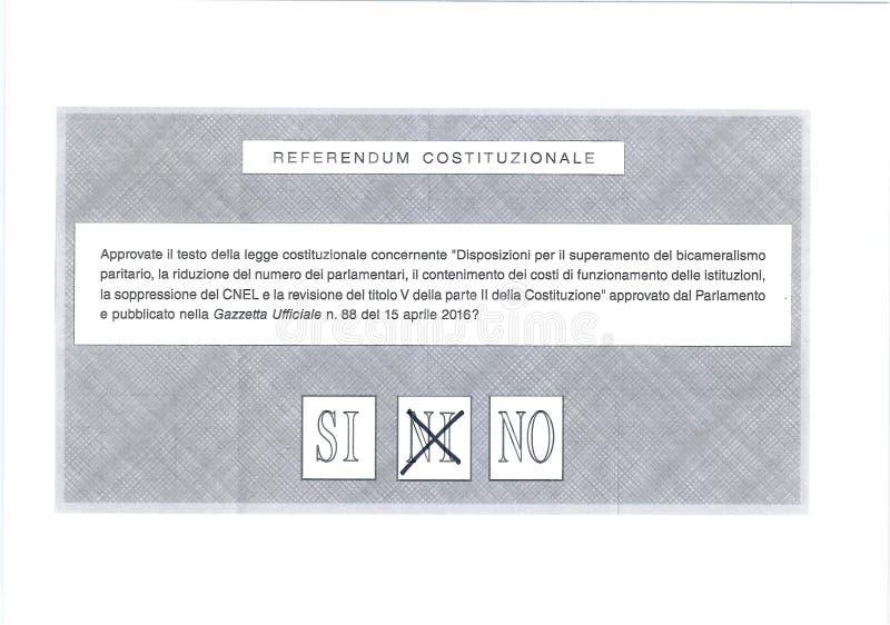 Croix dessus PEUT-ÊTRE sur le bulletin de vote italien images stock