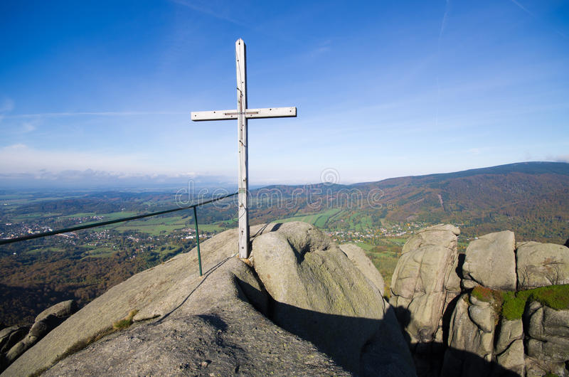 Croix en montagnes de Jizera, République Tchèque images stock