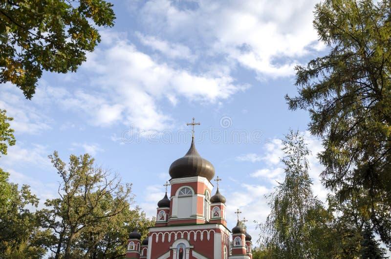 Croix et dôme de l'église orthodoxe photos libres de droits