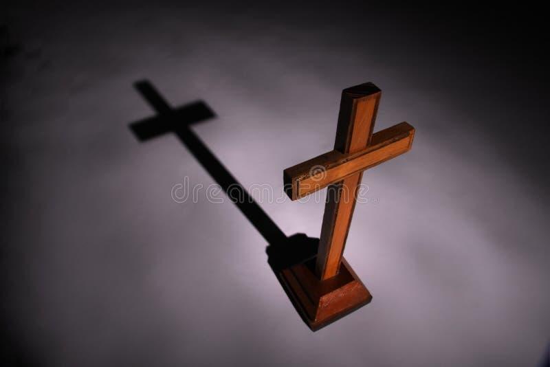 Croix et ombre. photographie stock