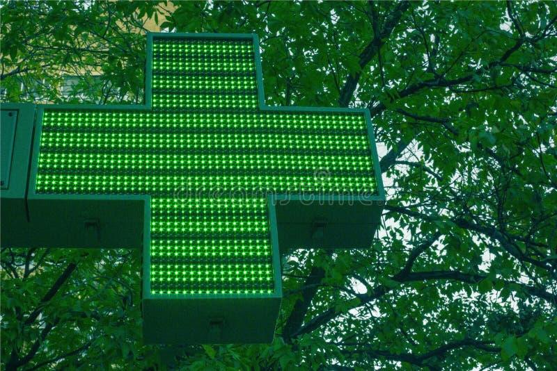 Croix médicale verte images libres de droits