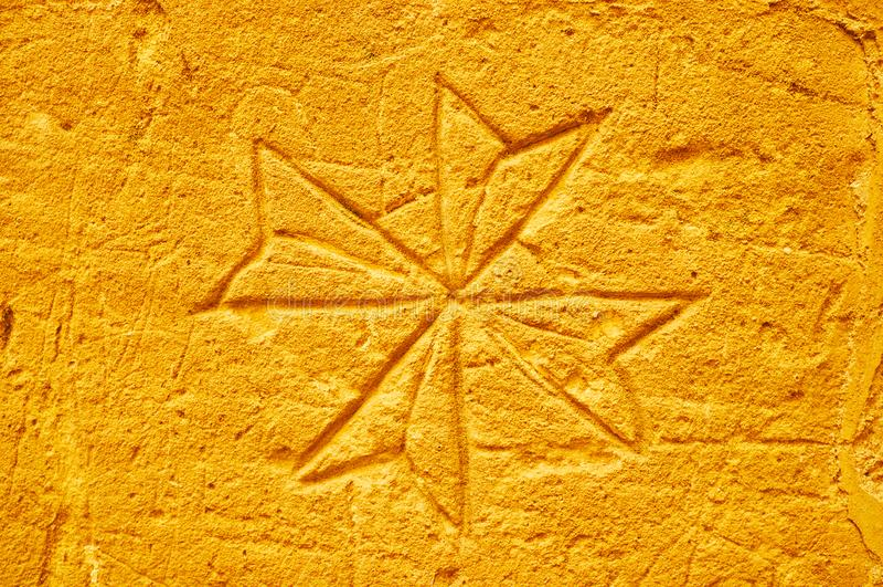 Croix maltaise sur le mur de la vieille prison, Rabat, Victoria, Gozo, Malte image libre de droits