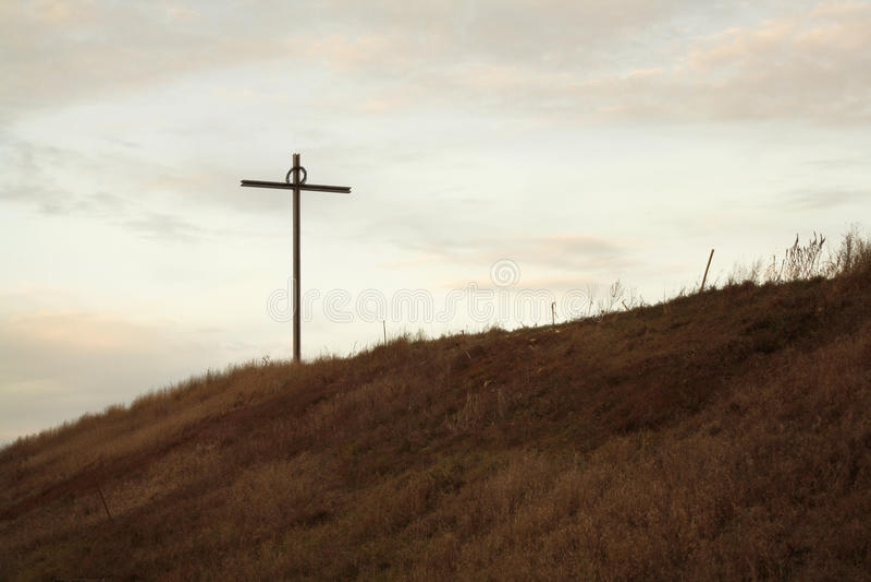 Croix sur Hillside photos libres de droits
