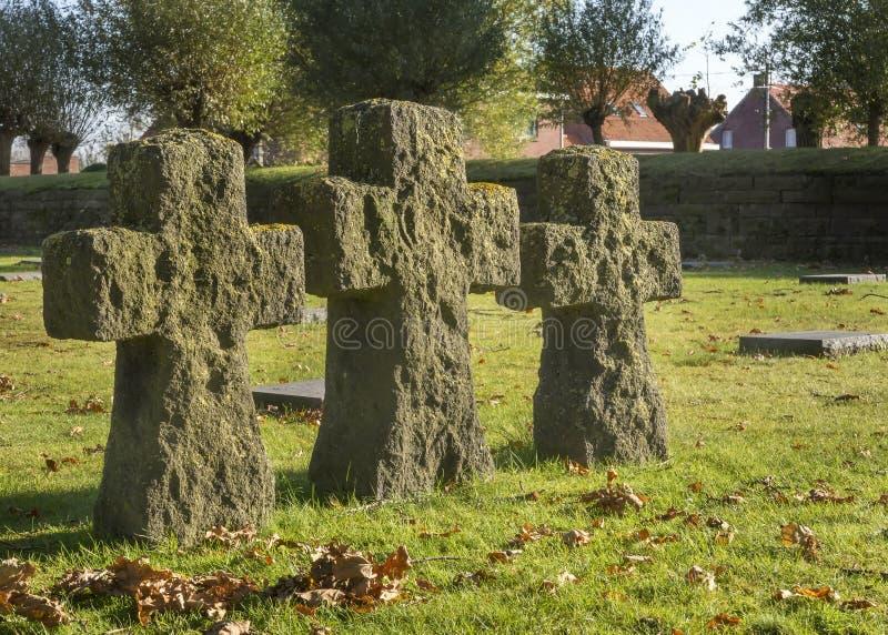 Croix sur le cimetière allemand de guerre de Langemark, Belgique photos libres de droits
