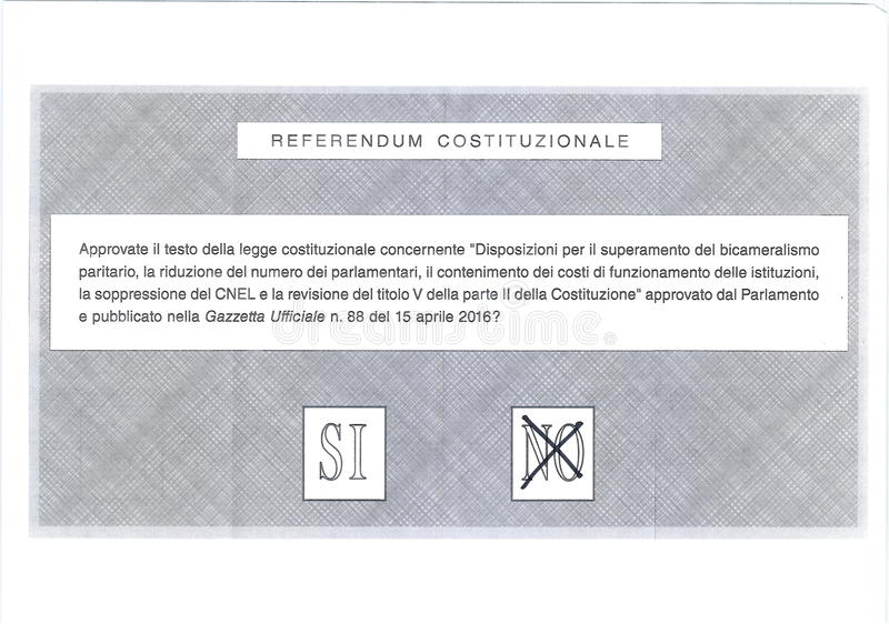 Croix sur NON sur le bulletin de vote italien image stock