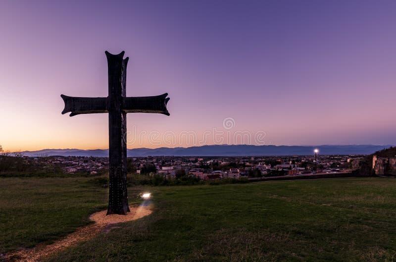 Croix sur un sommet images libres de droits