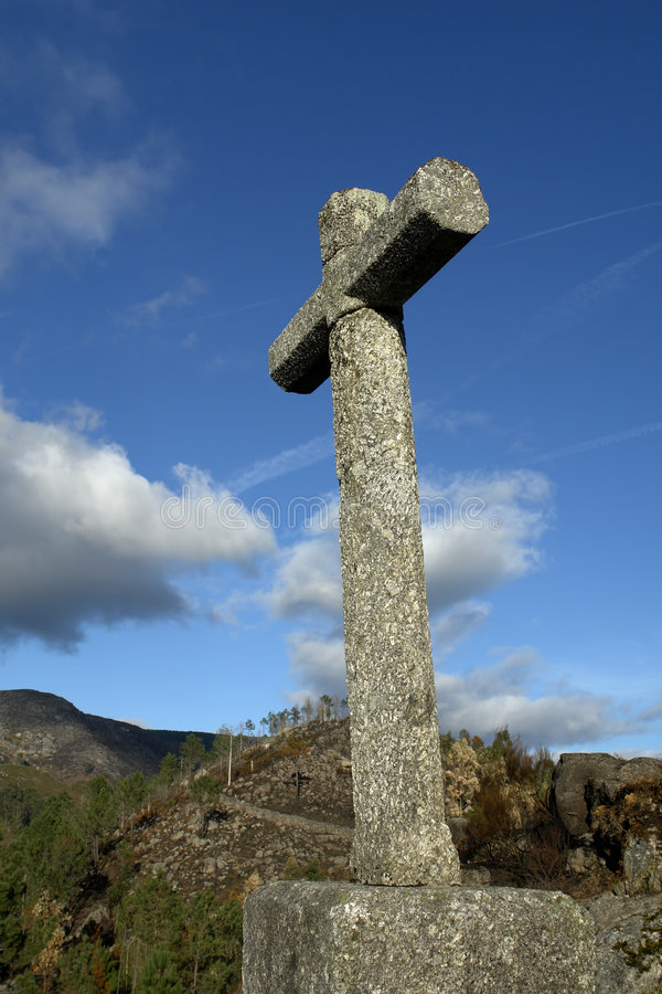 Download Croix sur une côte image stock. Image du pierre, priez - 743987