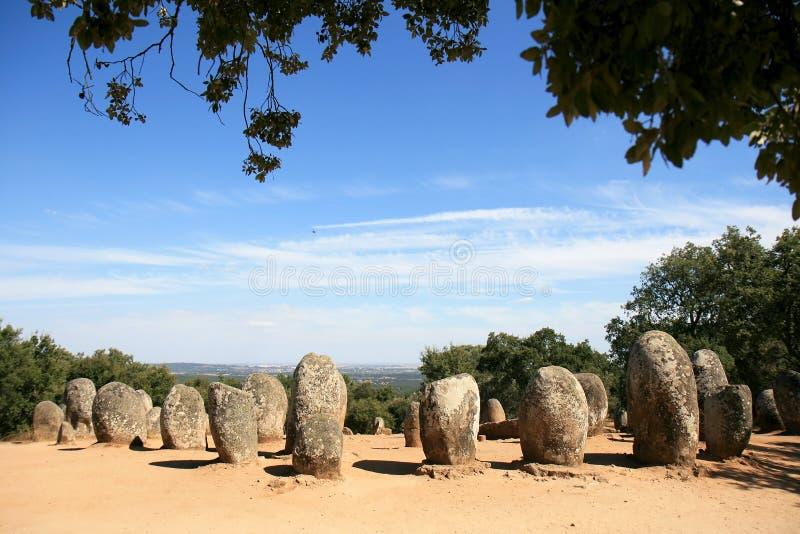 Cromeleques d'Almendres près d'Evora au Portugal photos stock