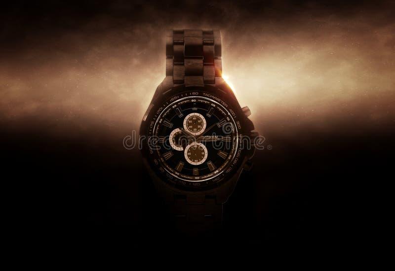 Cronógrafo negro de lujo del reloj encendido de lado imagen de archivo libre de regalías
