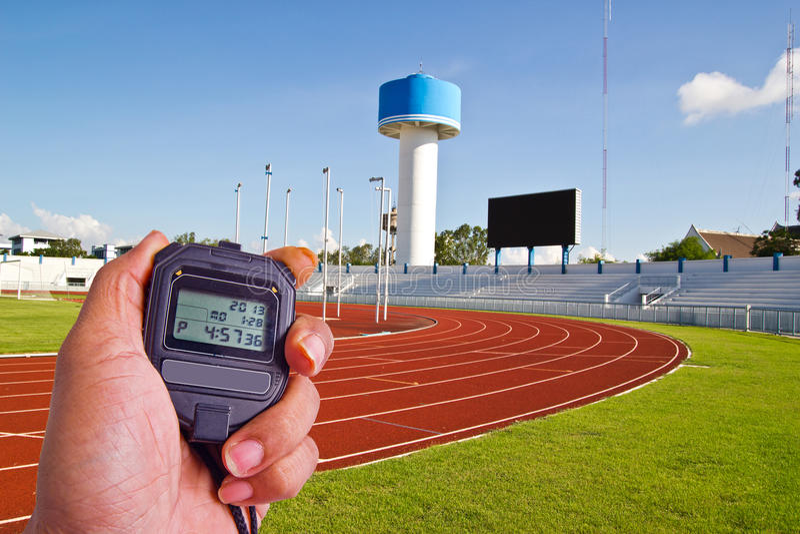 Cronómetro en campo del atletismo fotos de archivo libres de regalías
