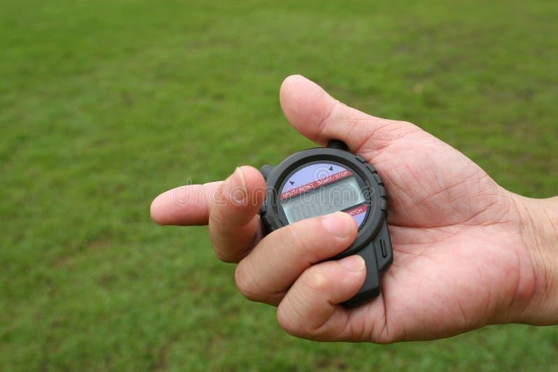 Cronómetro en la mano imagenes de archivo