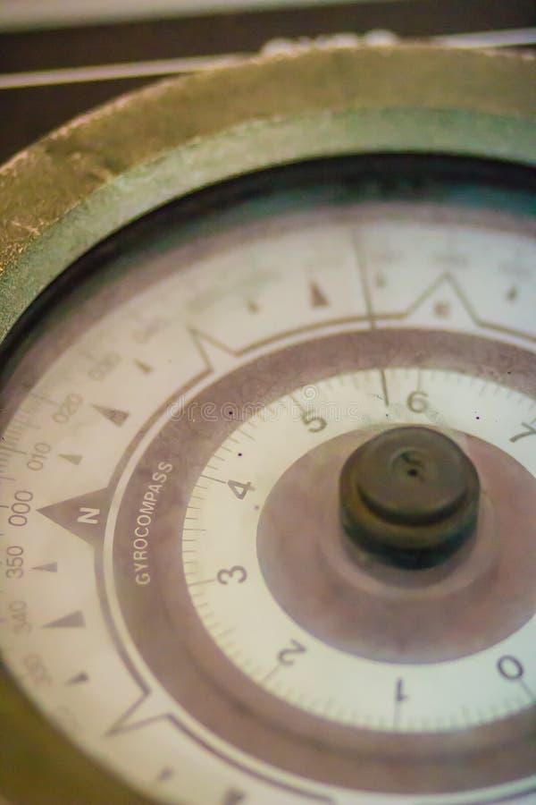 Cronômetro marinho velho do vintage, um relógio que seja preciso e exato bastante ser usado como um padrão de tempo portátil; pod imagens de stock
